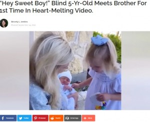 """弟と初めて対面する5歳のプレスリーちゃん(画像は『InspireMore.com 2021年9月14日付「""""Hey Sweet Boy!"""" Blind 5-Yr-Old Meets Brother For 1st Time In Heart-Melting Video.」』のスクリーンショット)"""
