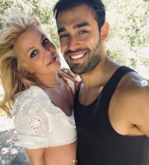 婚約したばかりのブリトニー、ファンに「心配しないで」(画像は『Sam Asghari 2021年6月15日付Instagram「Summer time」』のスクリーンショット)