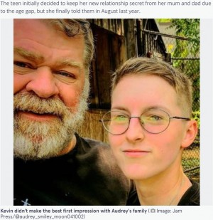 42歳の年齢差を乗り越えてゴールインした2人(画像は『The Mirror 2021年9月17日付「'I married my 42 year age gap love after my family called the police on him'」(Image: Jam Press/@audrey_smiley_moon041002)』のスクリーンショット)