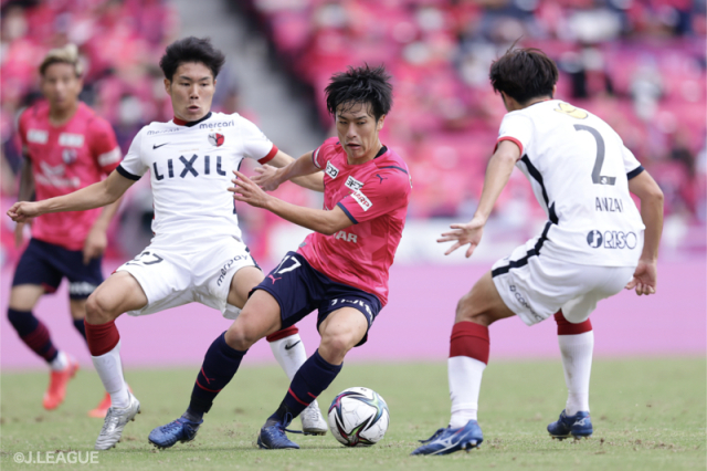 J1第30節でC大阪と鹿島が対戦した [写真]=J.LEAGUE