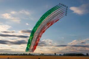 イタリア空軍曲技飛行隊「フレッチェ・トリコローリ」創設60周年記念エアショーを開催