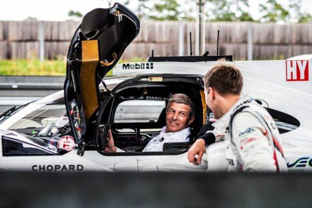 2021年9月限りでポルシェのモータースポーツ部門の総責任者の地位を退くこととなったフリッツ・エンツィンガー