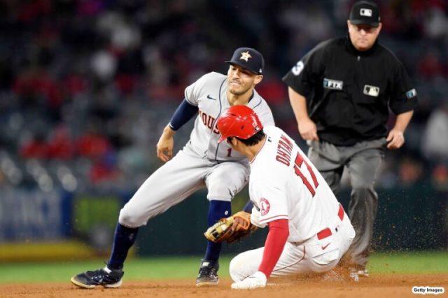 四球で出塁した6回に今季24盗塁目となる二盗を決める大谷翔平