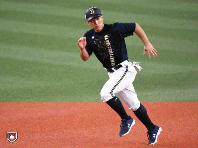試合前の練習で軽快な走塁を見せるオリックス・吉田正尚〈写真=北野正樹〉