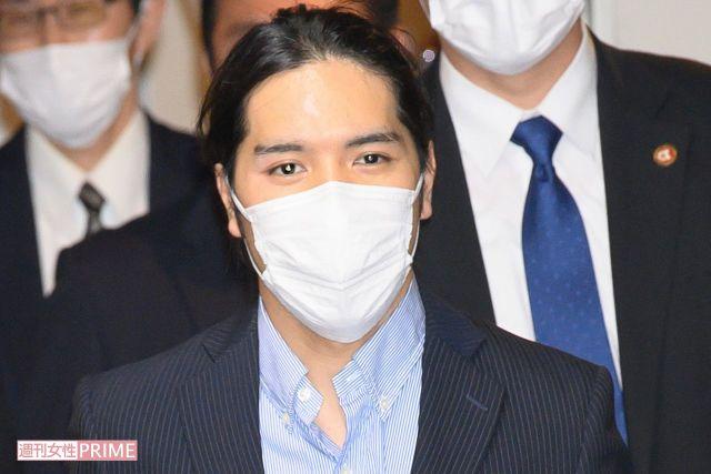2021年9月27日、アメリカから成田空港に到着した眞子さまの婚約者・小室圭さん