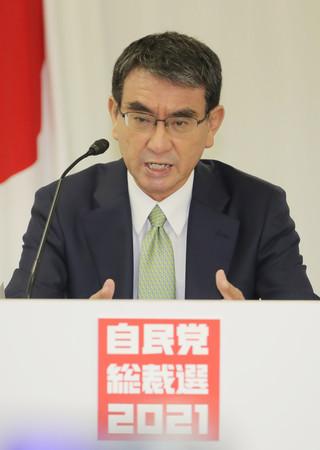 オンラインで開催された政策討論会で発言する河野太郎規制改革担当相=25日午後、東京・永田町の自民党本部