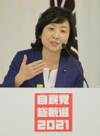 オンラインで開催された政策討論会で発言する野田聖子幹事長代行=25日午後、東京・永田町の自民党本部