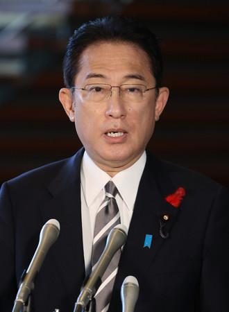 衆院解散について、記者団の質問に答える岸田文雄首相=14日午前、首相官邸