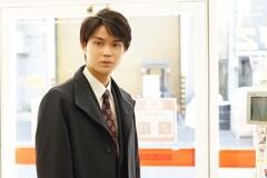 若手刑事の滝本真司役を演じる磯村勇斗。