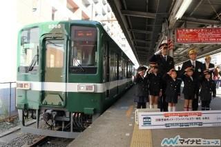 """東武亀戸線""""緑亀""""電車が出発 - オレンジに続く8000系リバイバルカラー車両"""